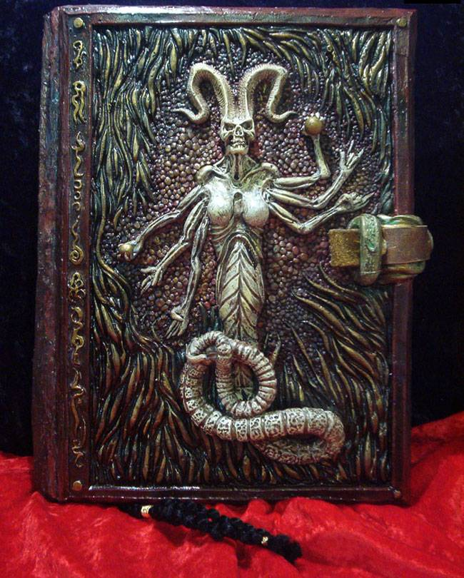 کتاب نکرونومیکون رستاخیز مردگان,اخبار جالب,خبرهای جالب,خواندنی ها و دیدنی ها