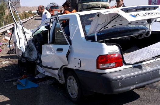 پراید واژگون شده در اتوبان قم - تهران