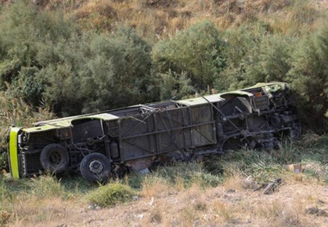 اتوبوس واژگون شده در اتوبان ساوه - همدان
