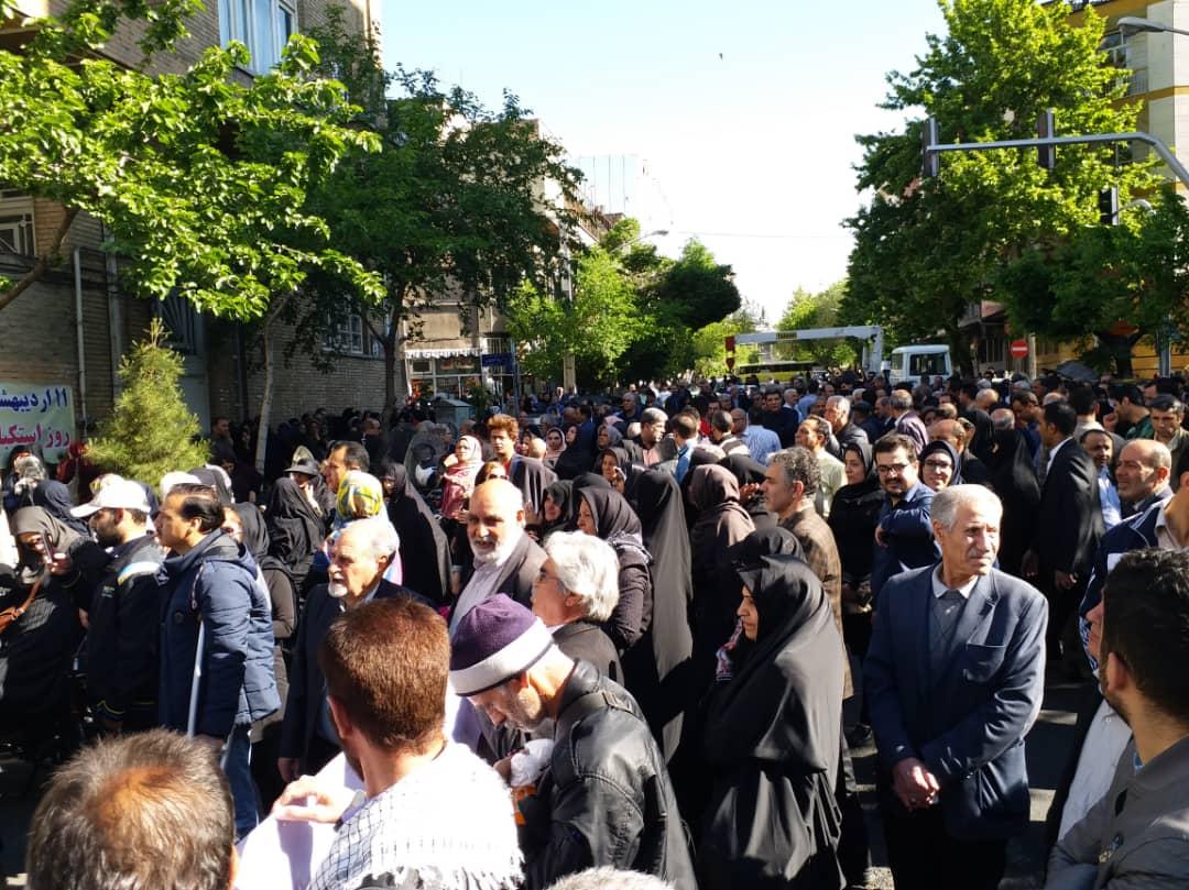 تجمع کارگران در مقابل خانه کارگر تهران