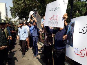 تجمع دانشجویان مقابل نهاد ریاست جمهوری در اعتراض به خصوصی سازی ها