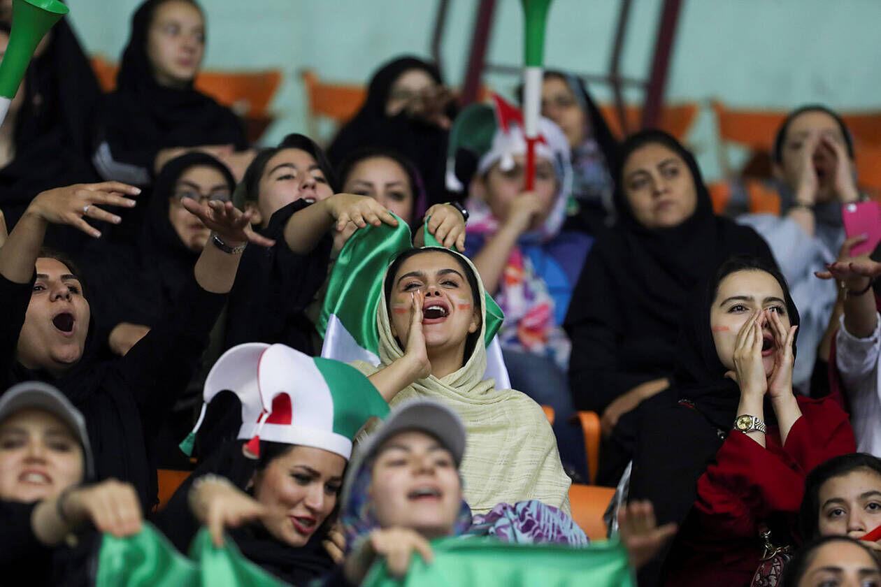 حضور زنان در ورزشگاه آزادی
