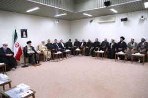 تاکید رهبری بر ثبت خاطرات خانواده های شهدا