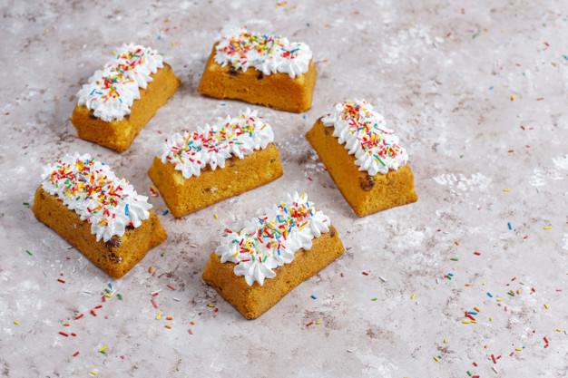 طرز تهیه کیک اسفنجی برای 6 نفر