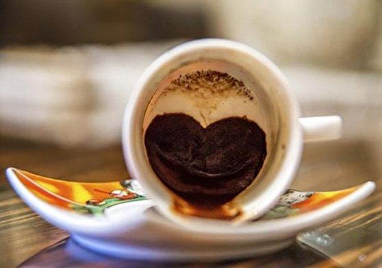 تعبیر فال قهوه ی بوسه