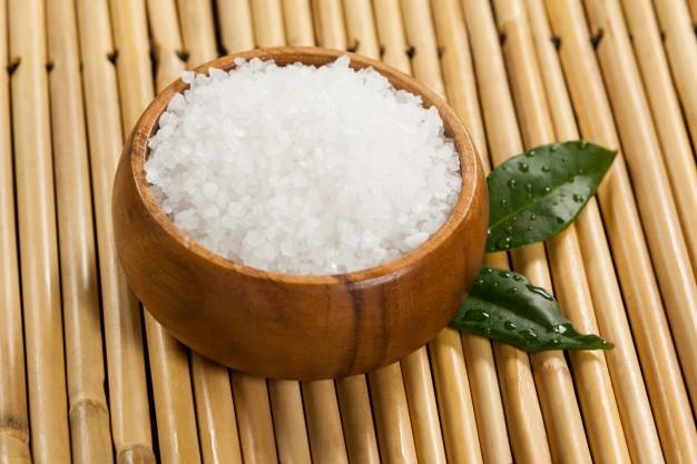 درمان سردرد با آب نمک
